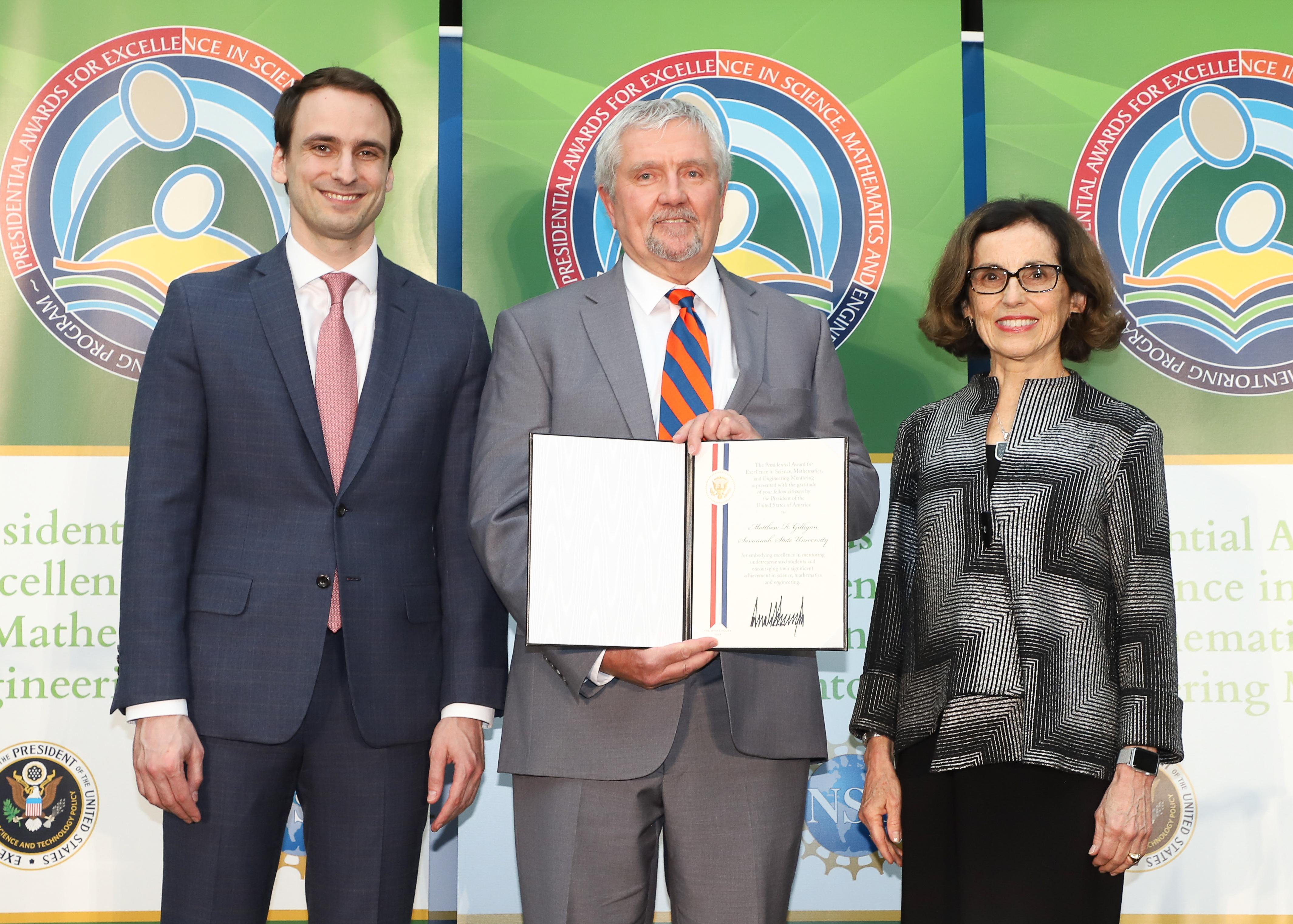 News : SSU professor emeritus accepts national award