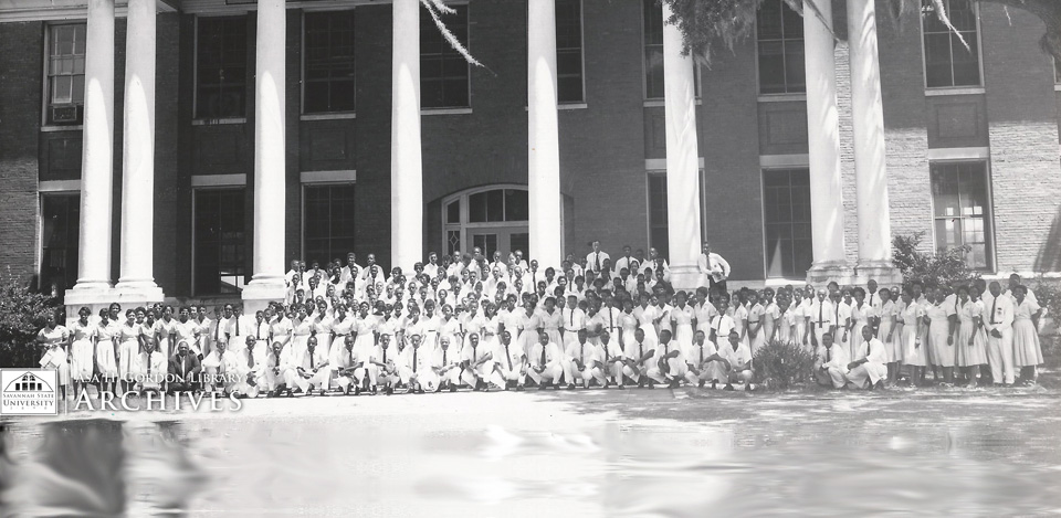 Students in front of Hill Hall